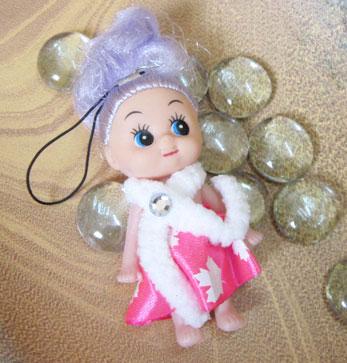 آویز موبایل دخترانه عروسکی با لباس صورتی پررنگ