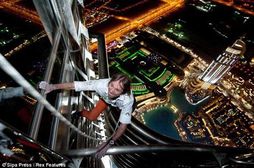 صعود مرد عنکبوتی از آسمانخراش 75 طبقه (+عکس)