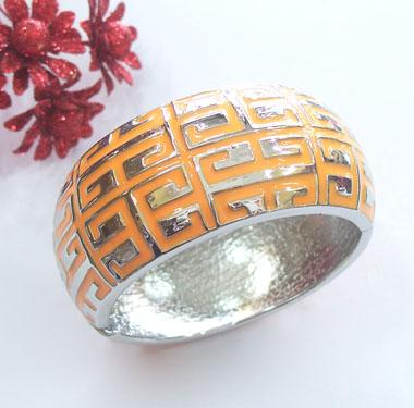دستبند نارنجی