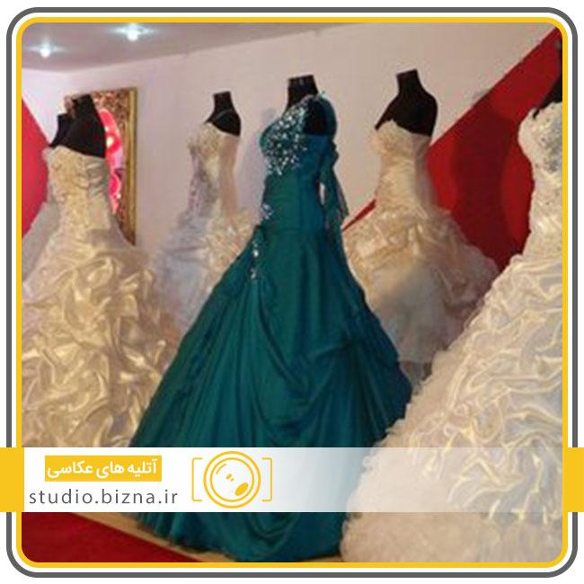 یک عروسی رنگی