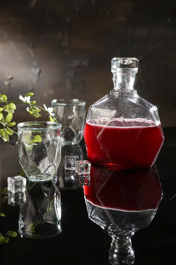 بطری طرح دیاموند از برند Helga به همراه دو عدد لیوان