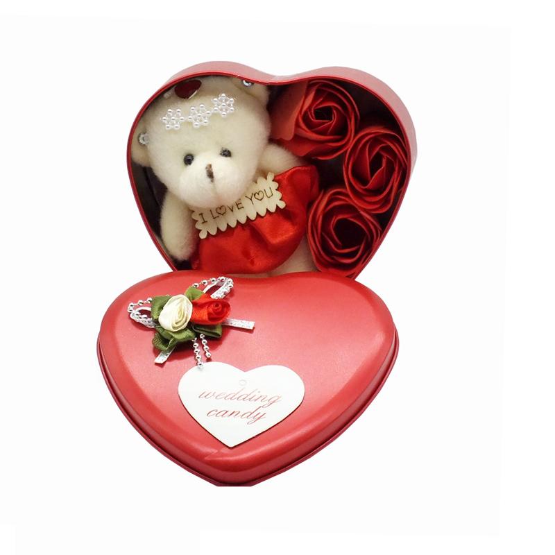 جعبه قلبی به همراه گل و خرس